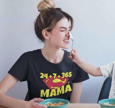 Camiseta super mamá para mostrar que eres madre siempre. No solo de día o las horas que estás con tus hijos. Madre no hay más que una.