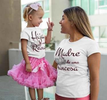 """Camisetas para madres e hijas con diseños dignos de una princesa y una reina. La hija con el """"Hija de una reina"""" y la madre """"Madre de una princesa"""""""