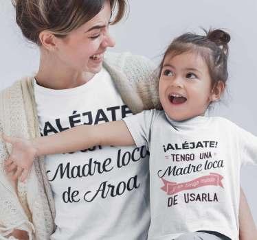 """Camisetas iguales para madres e hijas o hijos con el texto """"Alejate, yo soy la madre loca de…"""". Exclusivo diseño que dejara a todos asombrados."""