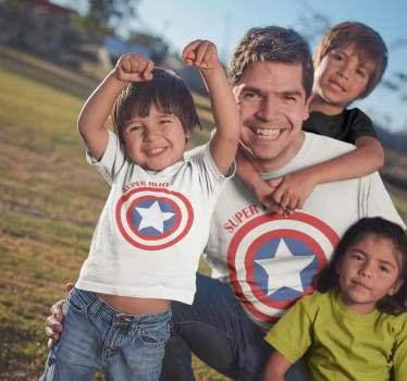 Camiseta para vestir iguales padres e hijos, ideal para entusiastas de los super héroes y en este caso, fans de el Capitán América.