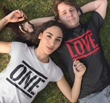 Camisetas para vestir iguales la pareja y mostrar lo mucho que os queréis Un diseño creado con la palabra ONE LOVE. ¿No quieres ver como es el diseño?