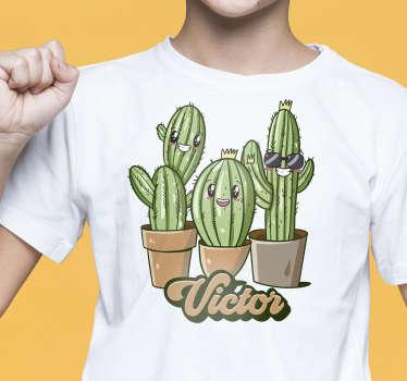 Aquí ofrecemos una bonita y divertida camiseta para niños de la familia de cactus que seguramente hará reír a tus hijos. Camiseta personalizada