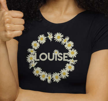 Show your love for flowers with this daisy crown with name t-shirt, that gives you the opportunity to enter your name in the middle.