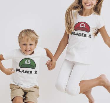 ¡Esta divertida camiseta infantil es algo que definitivamente deberías tener en casa! Camisetas con frases player 1 y player 2