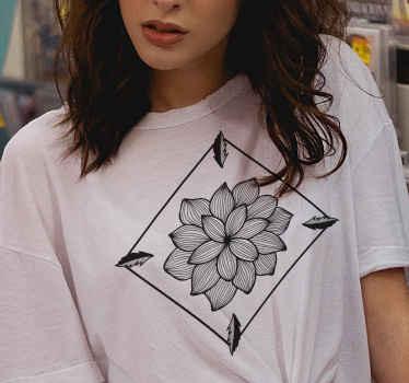 Beau t-shirt femme avec une fleur style paisley pour passer une belle journée. Ce t-shirt simple peut être aussi bien porté à la maison qu'en extérieur. Tailles au choix.