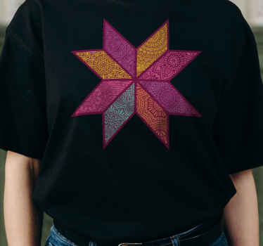 T-shirt original avec un design paisley coloré dans un style mosaïque. Vous pouvez profiter de ce t-shirt tendance dans différentes options de couleur.