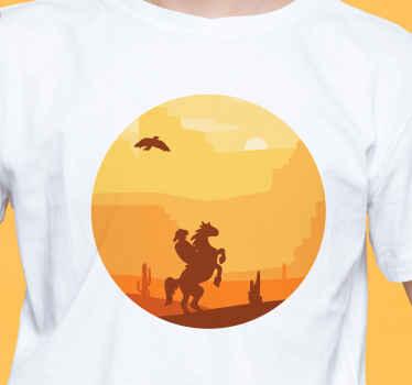 Diseño de camiseta cowboy paisaje desértico al atardecer con un vaquero montado en un caballo ¡Envío a domicilio!