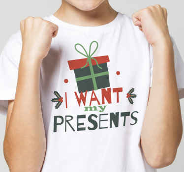 """Lascia che i bambini gridino per i loro regali di natale in questa fantastica maglietta natalizia per bambini con scatola regalo e testo """"voglio i miei regali""""."""