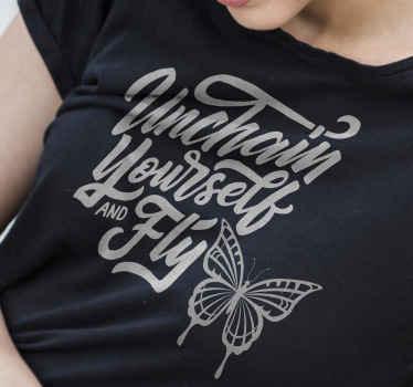 """Fantástica camiseta para mujer con frase """"desencadénate y vuela"""" con una mariposa volando. Elige talla ¡Envío a domicilio!"""