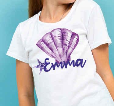 Un t-shirt violet coquillage et étoile parfait pour porter une tenue parfaite et originale que tout le monde adorera rien qu'en la voyant.