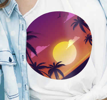 La meilleure tenue à porter cet été! Un t-shirt violet de coucher de soleil et de palmiers! Profitez de ce t-shirt original et étonnant!
