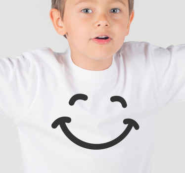 Aquí tenemos una hermosa camiseta infantil con una carita sonriente que traerá felicidad a todos ¡Da un toque único a la moda de tu hijo!