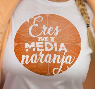 """Camiseta parejas de limón de color naranja con la frase """"eres mi media naranja"""" para que vistas de forma original ¡Descuentos disponibles!"""