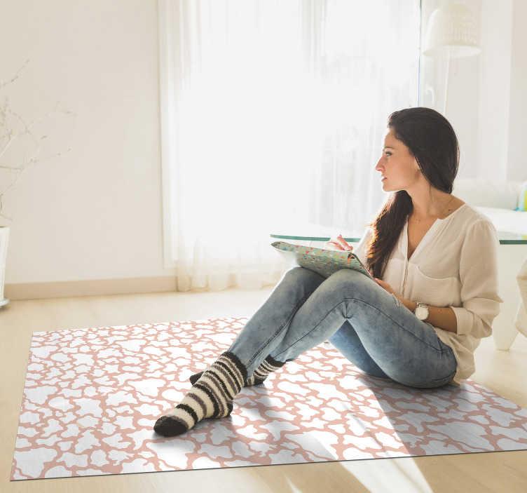 TenStickers. Rosa kuh tierdruck vinyl teppich. Fantastischer pvc-teppich mit tiermotiv aus rosa rindsleder, um ihr haus auf originelle weise mit einem wunderschönen design zu Aufkleberieren!
