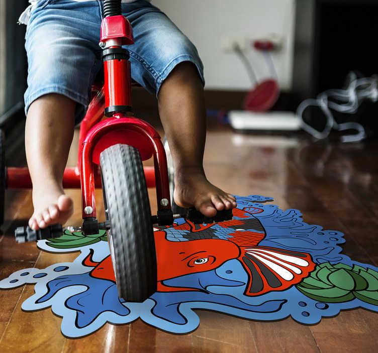 TenVinilo. Aflombra vinílica animales pez koi. Increíble alfombra vinílica animal para habitación juvenil con un pez koi que a tu hijo le encantará tener. Producto lavable y muy resistente
