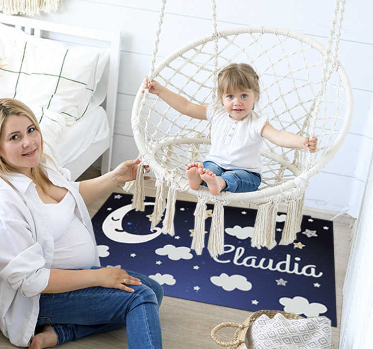 TenStickers. Covor de vinil lună și stele bebeluși. Explorați numeroasele moduri în care acest covor vinil de lună și stele fabuloase poate fi folosit pentru a face o schimbare fantastică în dormitorul copilului dvs.