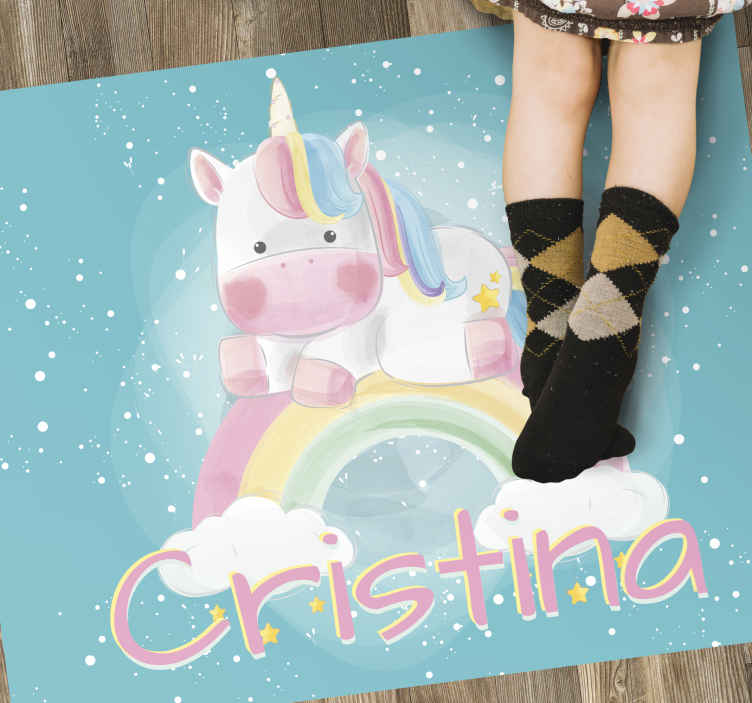 TenStickers. Personaliseerbare vinyl tapijt met eenhoorn. Gebruik dit personaliseerbare vinyl tapijt voor eenhoornbaby's om de kamer van je kind een fantastisch element te geven dat in staat is om zijn aspect volledig te vernieuwen!