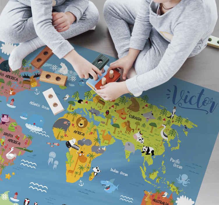 TenVinilo. Alfombra de vinilo mapamundi infantil fauna. Ideal alfombra vinílica mapamundi infantil con la fauna típica de cada lugar para que tu hijo disfrute de diseño a la par que aprende.