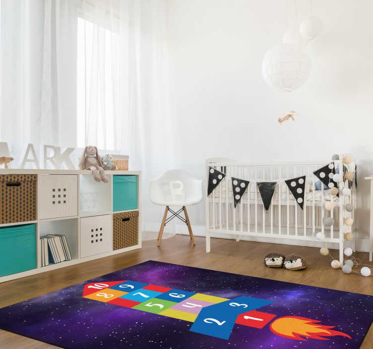 TenStickers. Raketvormig hopscotch spel  vinyl tapijt. Probeer dit verbazingwekkende raketvormige hinkelen-spel vinyl vloerkleed en breng in de kamers van uw kinderen een echt spectaculair object!