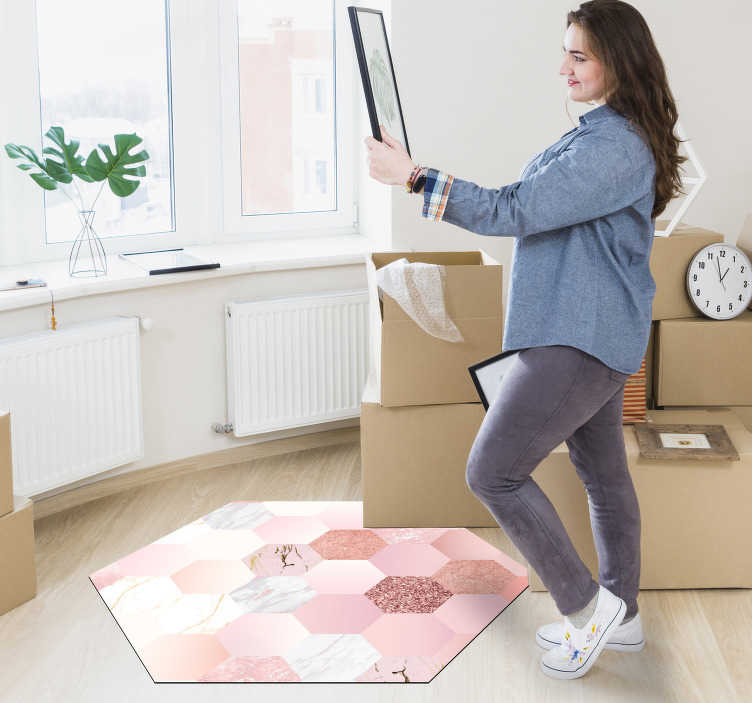 TenStickers. Modern hexagonal carpet pink texture. This modern hexagonal shaped geometric vinyl rug will make you a decoration that everyone will envy and you will be able to show off!