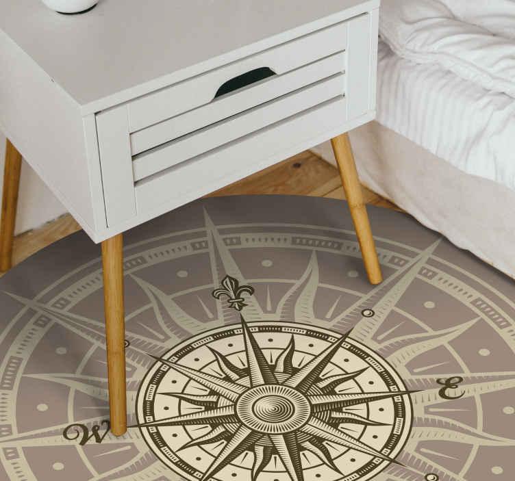 TenStickers. Runder Kompass vinyl teppich. Dieser wundervolle runde vintage-kompass-vinylteppich ist ihre beste lösung, um den aspekt jedes raumes ihres hauses zu verbessern!