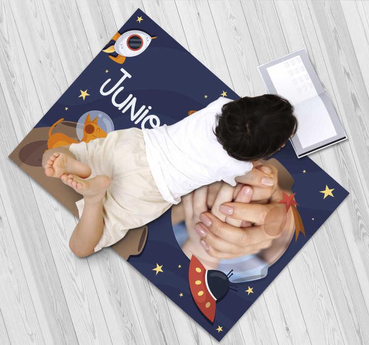 TenStickers. космический персонализированный виниловый коврик. Этот персонализированный виниловый коврик для детей - лучший выбор для улучшения детской спальни! выберите свой размер!
