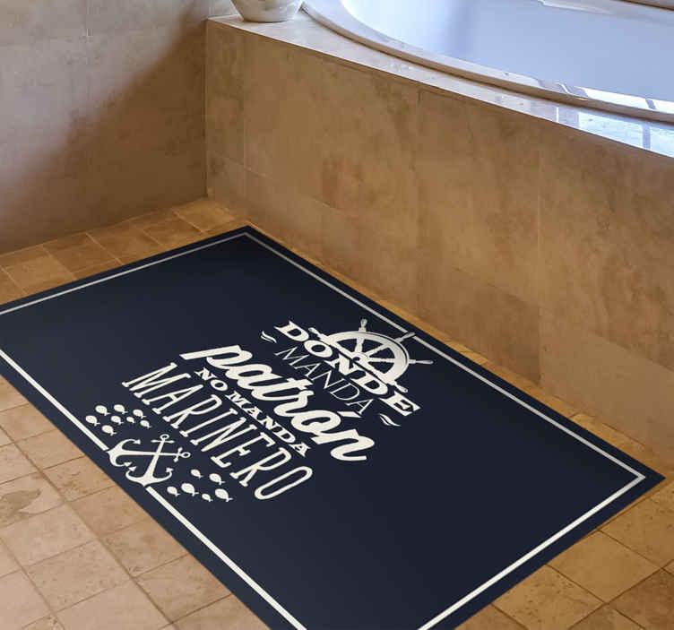 """TenVinilo. Alfombra vinilo frase donde hay patrón. Alfombra vinilo de frase para decorar el suelo de casa. Diseño elegante con texto de """"dónde hay patrón """". Es fácil y mantener ¡Envío a domicilio!"""