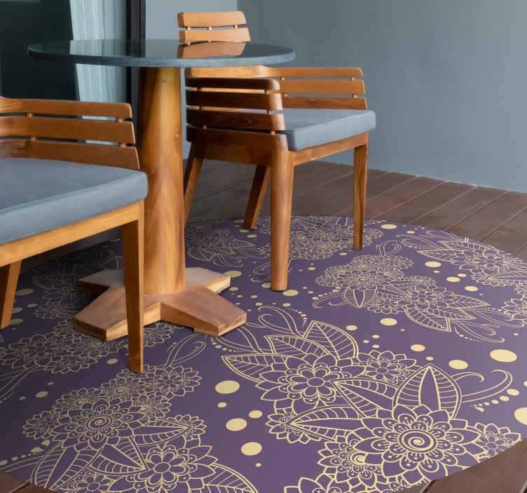 TenStickers. λουλουδάτο χαλί paisley γωνιακό σαλόνι. αγοράστε ένα πρωτότυπο διακοσμητικό χαλί κυκλικού σχήματος βινυλίου με σχέδιο paisley σε μοβ φόντο. είναι εύκολο στη συντήρηση και κατασκευασμένο από καλή ποιότητα.
