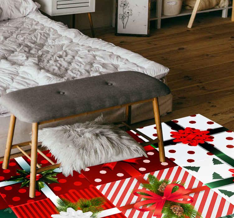 TenStickers. Cutiile cadou ambalaj covor vinil dormitor. Cutiile de cadouri de crăciun covor de dormitor de vinil.. Designul este prezentat cu diferite cutii de cadouri și ar face o impresie de crăciun grozav pe orice spațiu.