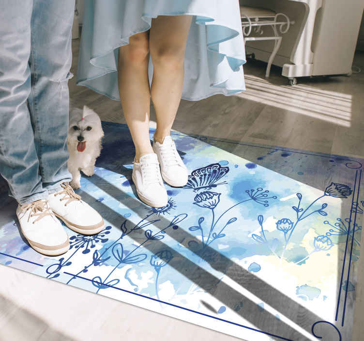 TenStickers. Desenho floral e tapete animal de borboletas. Porque não obter o seu próprio tapete de vinil floral encantador hoje mesmo! Ficará incrível no chão de qualquer espaço da sua casa!
