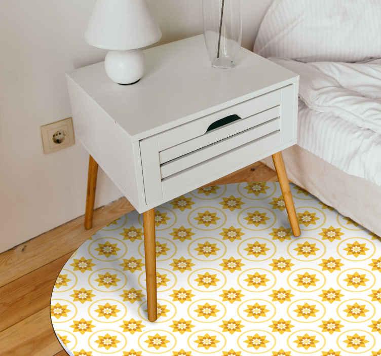 TenStickers. Covor galben soare. Covor de vinil pentru dormitor fantastic pentru dormitor. Produsul este realizat cu un design de soare galben strălucitor și ar fi o idee fermecătoare pentru camera copiilor.