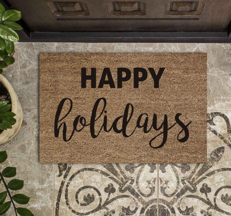 TenStickers. Mata winylowa Wesołych świąt. Niesamowita wycieraczka happy holidays dla Twojego idealnego domu. Piękny element do postawienia stopnia do drzwi i każde wejście wygląda niesamowicie.