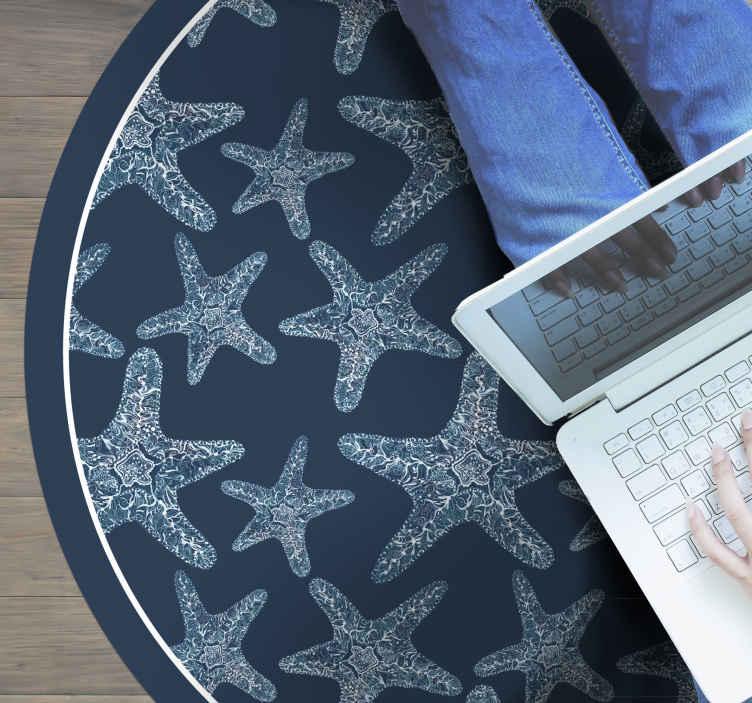 TenVinilo. Alfombra vinilo animales de estrellas de mar. Tómese un tiempo para admirar esta hermosa alfombra vinilo animales de diseño especial para dormitorio con estrellas de mar ¡Envío exprés!