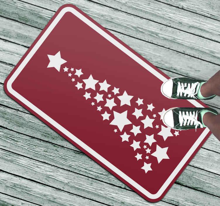 TenStickers. 红色和白色的星星树圣诞节地毯. 如果您想在圣诞节期间为自己的房屋寻找令人难以置信的装饰,那么您来对地方了!送货上门!