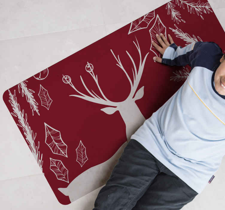 TenStickers. 在森林圣诞地毯中的红色驯鹿. 这款圣诞地毯让您的访客对您的装饰技巧感到惊讶。它是由高质量制成的。送货上门