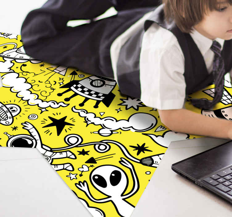 TenStickers. Dywan winylowy Żółte doodles. Dywan winylowy z żółtymi rysunkami, idealny do dekoracji pokoju dziecięcego. Wykonany jest z wysokiej jakości winylu, który jest trwały i odporny na czynniki zewnętrzne.