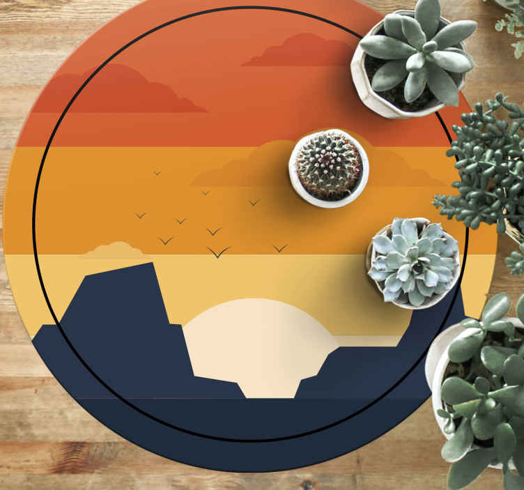 TenStickers. Westelijke zonsondergang cirkelvormige mat. Western zonsondergang vinyl vloerkleed, perfect als u slaapkamer wilt opfleuren. Gemaakt van hoogwaardig vinyl en gemakkelijk schoon te maken en op te bergen. Bekijken!