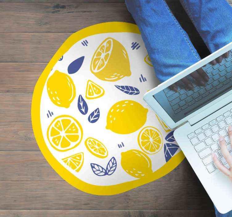 TenStickers. 柠檬厨房地板. 适用于厨房的地板乙烯基地毯。圆形的乙烯地毯设计包含柠檬,橙子和叶子的切片。原始且易于维护。