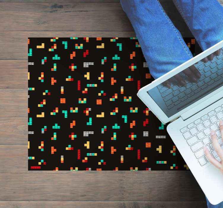 TenStickers. Tappeto in vinile stile retro/vintage Tetris retrò. Valorizza lo spazio e l'arredamento della tua casa con il nostro delizioso tappeto in vinile vintage retris. Sul disegno sono diverse disposizioni di piccoli blocchi raffiguranti retris.