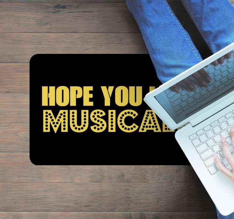 TenStickers. Covor de intrare pentru iubitor de muzicale. Un covor de vinil muzical minunat pentru toți acei iubitori de muzică pentru a decora orice spațiu din casa lor. Livrare in fata casei tale!