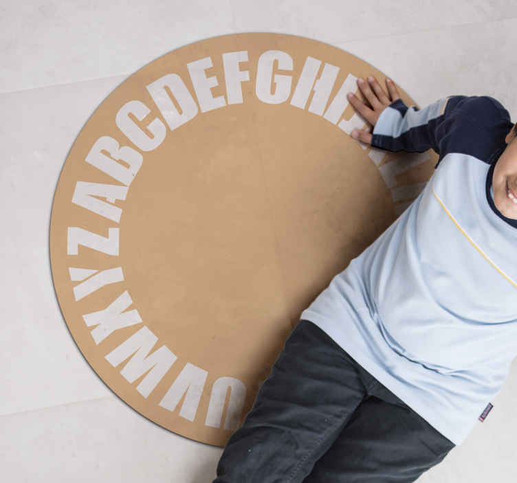 TenStickers. 乙烯基地毯的孩子们老式字母表字母地毯. 如果您要装饰客厅,那么可以肯定的是,这种惊人的卧室地板是一个完美的主意。送货上门 !