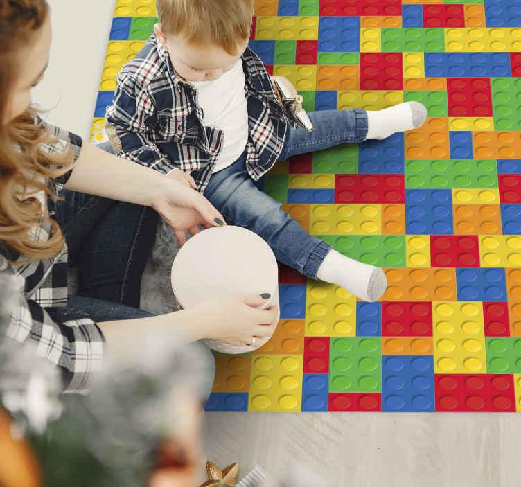 TenStickers. Tappeto in vinile per bambini Blocchi giocattolo. Un meraviglioso tappeto da gioco colorato con cui adornare le stanze dei tuoi bambini! Lo adoreranno. Abbiamo oltre 10. 000 clienti soddisfatti che garantiscono per noi.