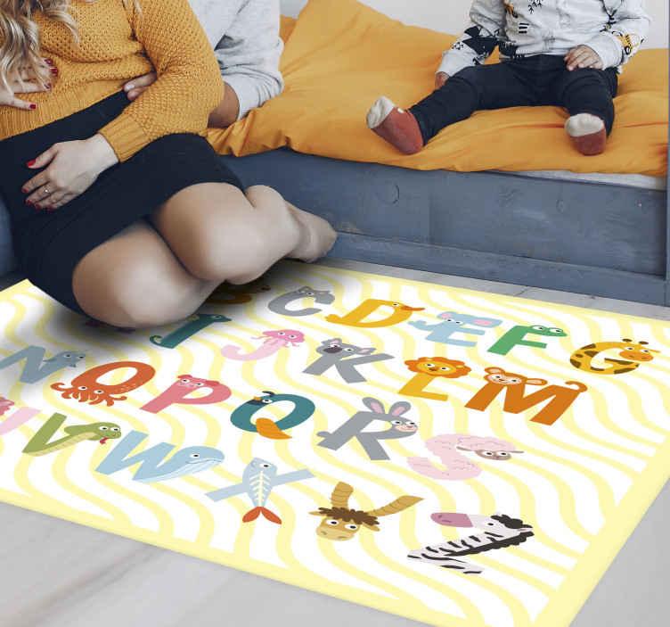 TenVinilo. Alfombra vinílica abecedario animal amarillo. Esta fabulosa alfombra vinílica infantil presenta las letras  de la a a la z decoradas con diferentes animales ¡Descuentos disponibles!