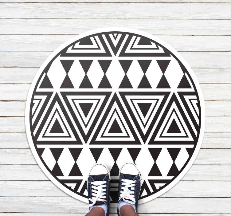TenStickers. edgy diamonds contemporary rugs. This fabulous anti-slip rug is featured with various black triangles on a white background. It is easy to clean and anti-slip.