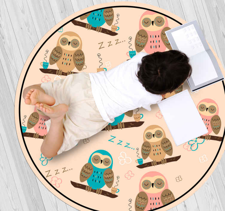 TenStickers. coffee owls animal mat. This animal vinyl rug shows the design of owls in different colours on a beige background. It is anti-slip and easy to clean.