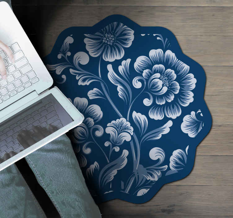 "TenStickers. 优雅的蓝色小花花地毯. 非常可爱的墙面餐厅地毯""优雅的蓝色花朵""。非常适合在家中各处装饰。提供50种颜色。极其持久!"