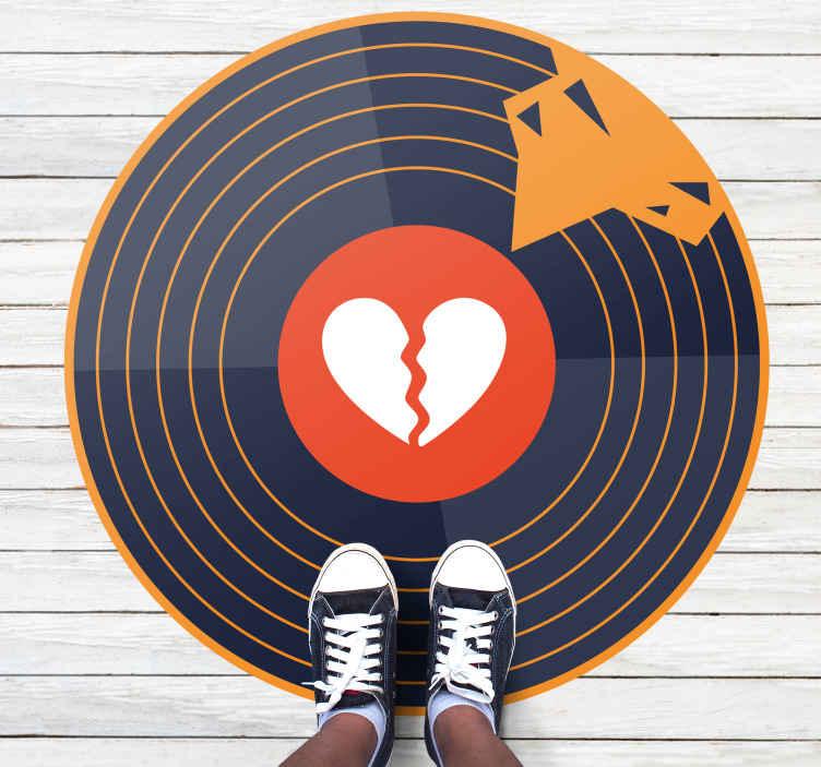 TenStickers. Moderne vinyl tapijt Gebroken hart vinyl. Dit prachtige gebroken hart vinyl vloerkleed ontwerp heeft een vinyl met een cirkel en een gebroken hart in het midden. Anti-bubbel vinyl.