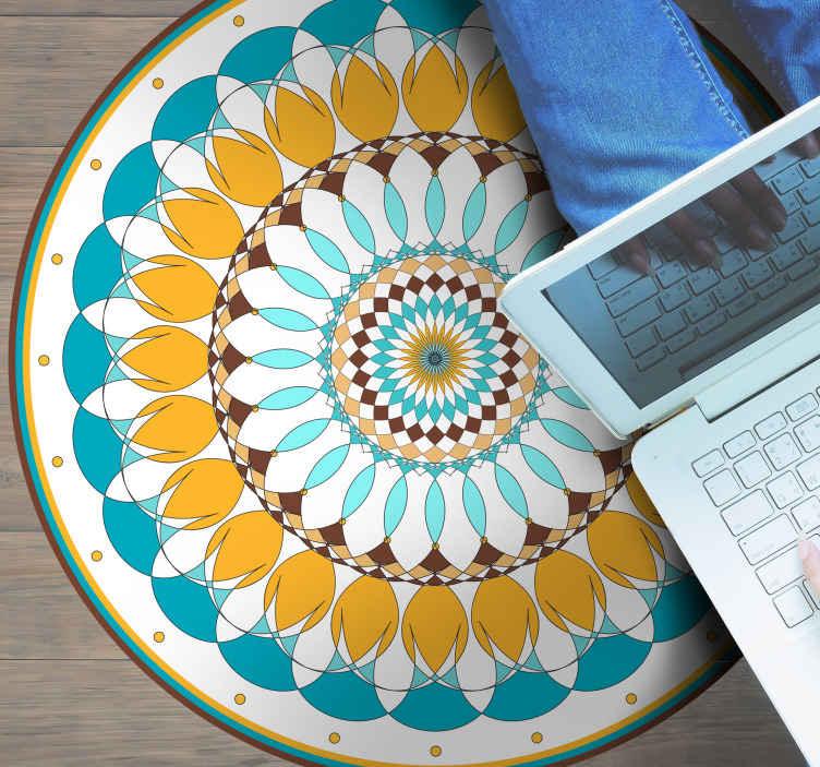 TenStickers. Mandala vinyl vloerkleed Ronde mandala. Mandala patroon vinyl tapijt. Mooi ontwerp voor mensen die van tribale impressies houden. . Gemakkelijk schoon te maken en gemaakt van de beste kwaliteit materiaal.