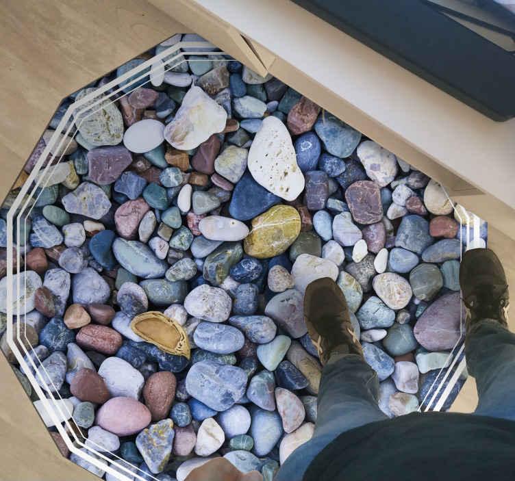 TenStickers. Covor mic cu flori din pietre mici. Ce covor de vinil fascinant și realist colorat din pietre de pietriș pentru casa ta. Imaginând aceste covoare de vinil cu pietre frumoase în formă geometrică.