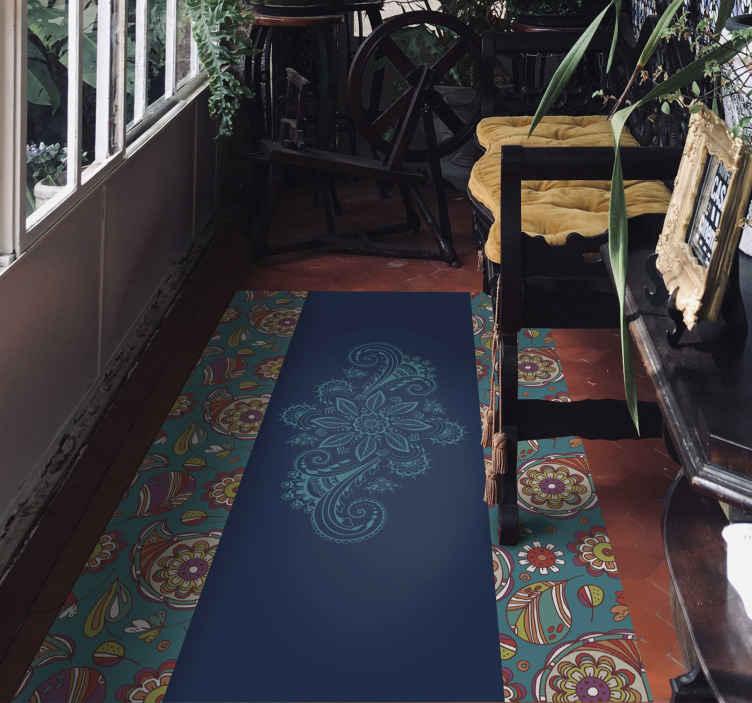 TenVinilo. Alfombra vinílica pasillo paisley vintage. Para todos los amantes de los diseños de vintage, tenemos esta alfombra vinílica flores para pasillo. Elige las medidas ¡Compra online!